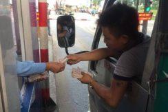 Khi nào dùng tiền lẻ qua trạm BOT bị quy kết vi phạm pháp luật?